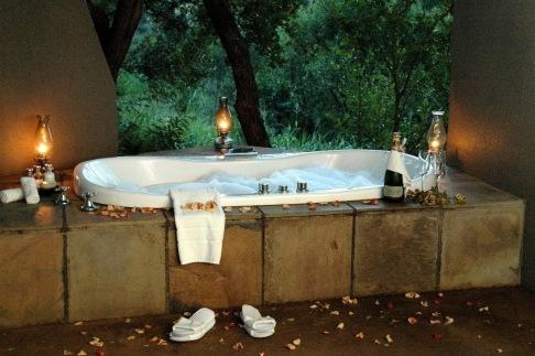 blog wedding tub